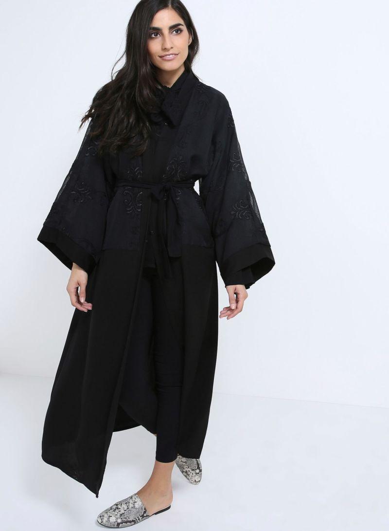 f722e3445 عباية بأطراف مطرزة أسود | ملابس شعبية | كان بكام .كوم