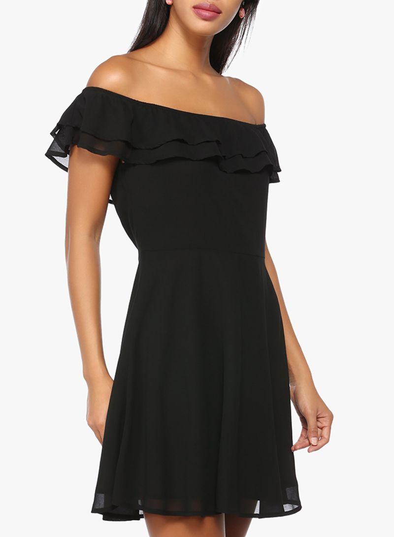904c440403685 سعر فستان قصير مكشكش مكشوف الكتفين أسود فى السعودية