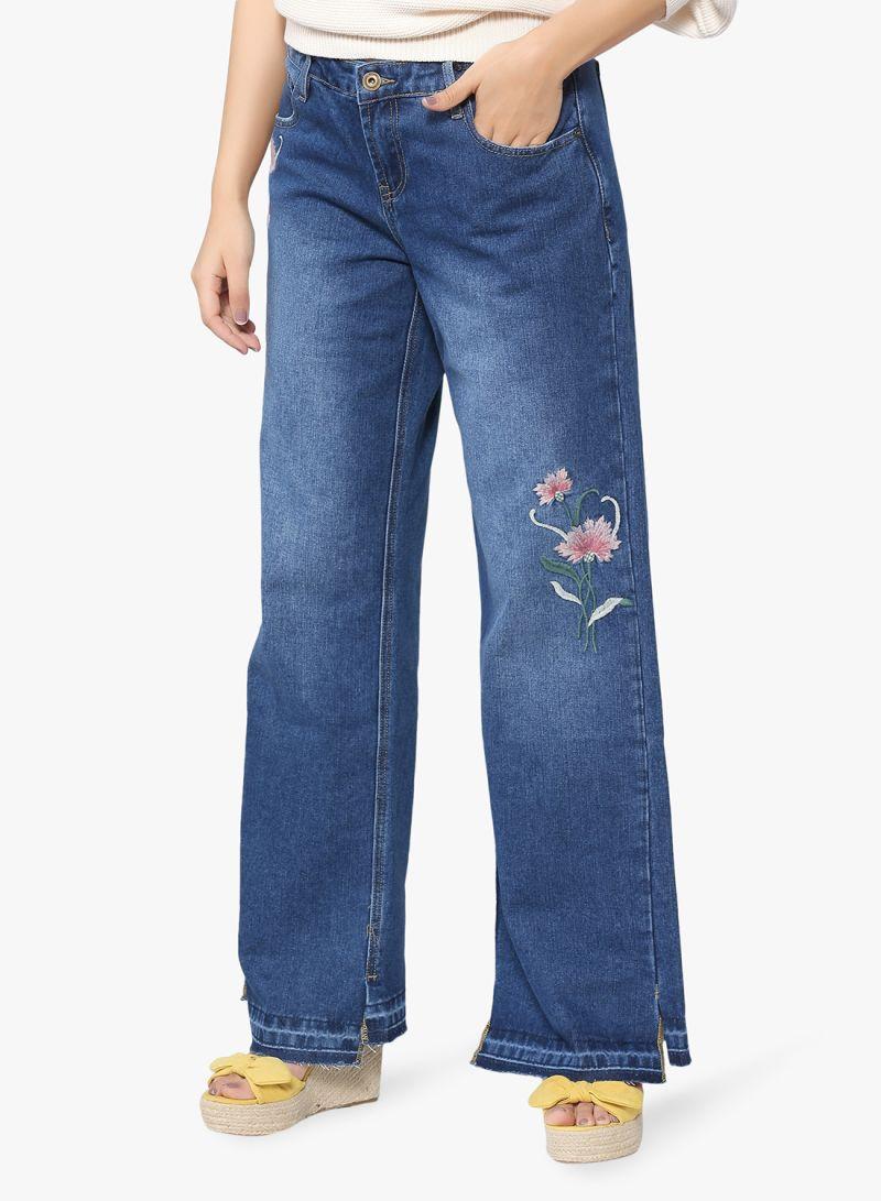 70a258605 تسوق أيكونك وبنطلون جينز مطرز بقصة رجلين واسعتين أزرق أونلاين في ...
