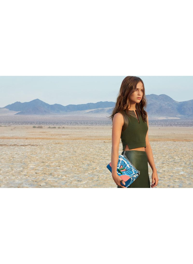 1dc722b26d954 تسوق كانافاس جيت وملصق جداري للممثلة أليسيا فيكاندير بإطلالة من دار ...